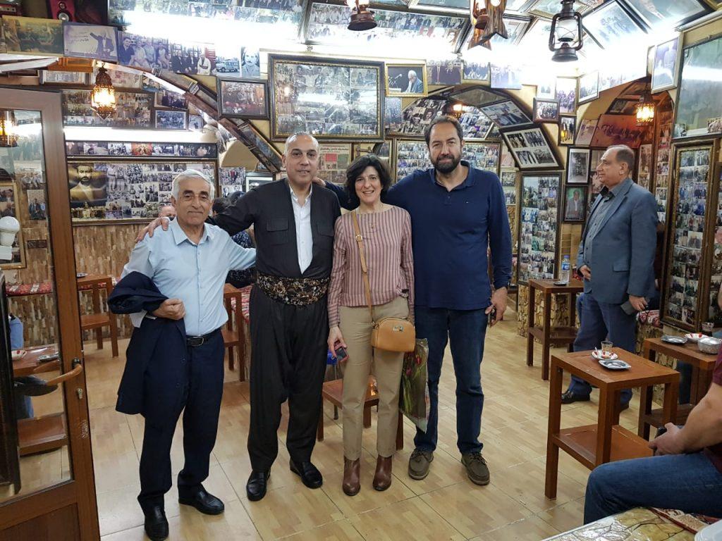 Με τον Καθηγητή Mohammed Azeez Saeed στο ιστορικό του καφέ του Mohammed στο παζάρι του Erbil